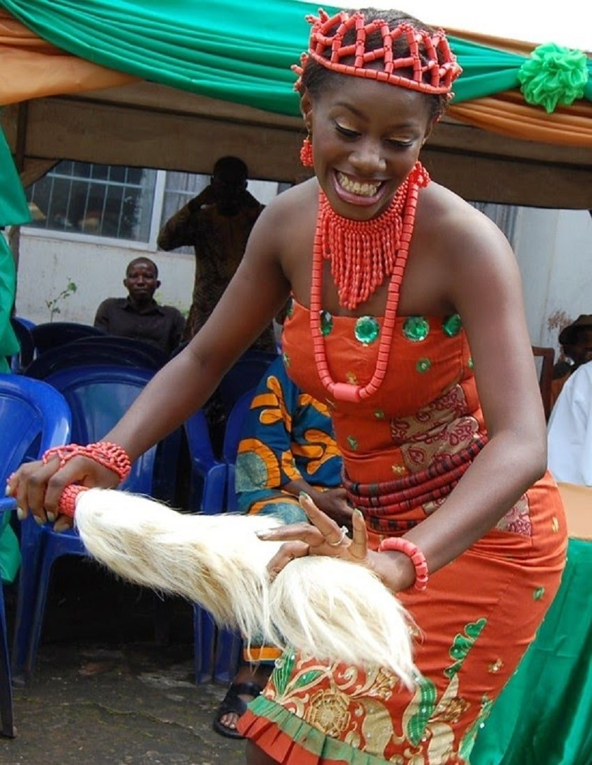 Traditionally wedded MbaIse bride dancing in admirations of her husband | Photo credit: asbgistng.com