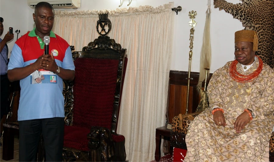 Dr. Dakuku Peterside, addressing Oba of Ogbaland in his palace | Photo credit: thetidenewsonline.com