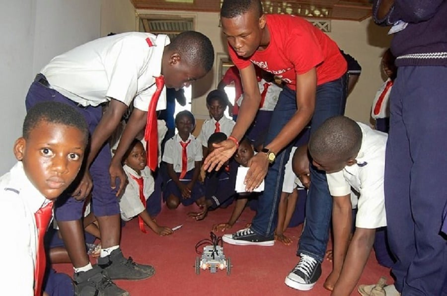 Robot practical demonstration in a Nigerian school | Photo credit: venturesafrica.com