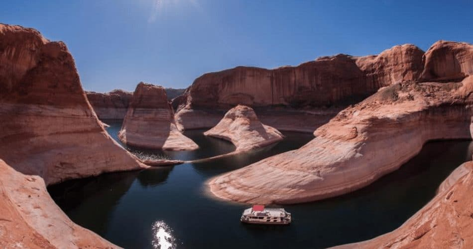 houseboat on lake powell